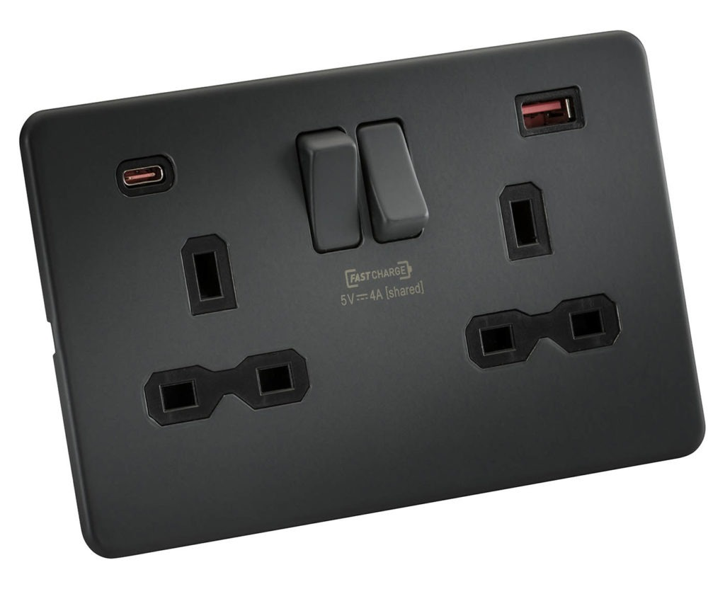 ML2105FC Knightsbridge USB charging sockets